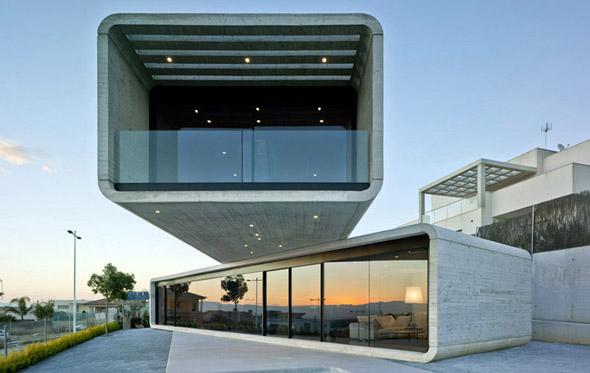 Crossed House / Дом-перекресток